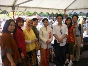 インドネシアフェスティバルにてインドネシア大使館の皆様と
