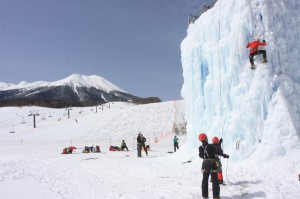 MIAスキー場のアイスバーグクライミング