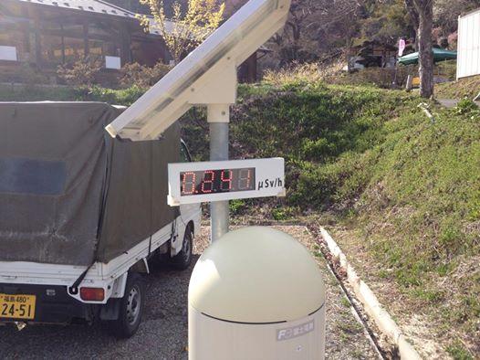 秋山の駒桜に設置された放射線測定器